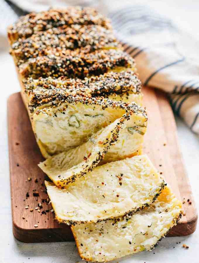 EVERYTHING BAGEL PULL APART BREAD with Scallion Cream Cheese | This is the BEST pull apart bread! If you love everything bagels, you will love this pull apart bread. | #pullapart #bread #recipe #everything #bagel #scallion #creamcheese | ColeyCooks.com