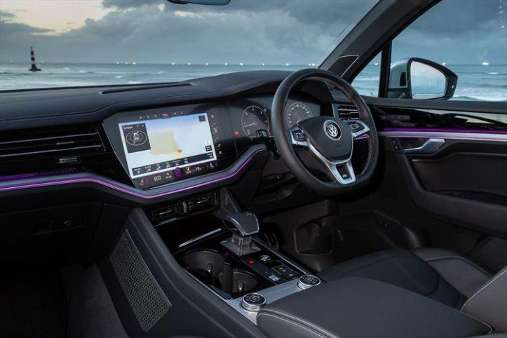 new-volkswagen-touareg_-interior-010_880x500
