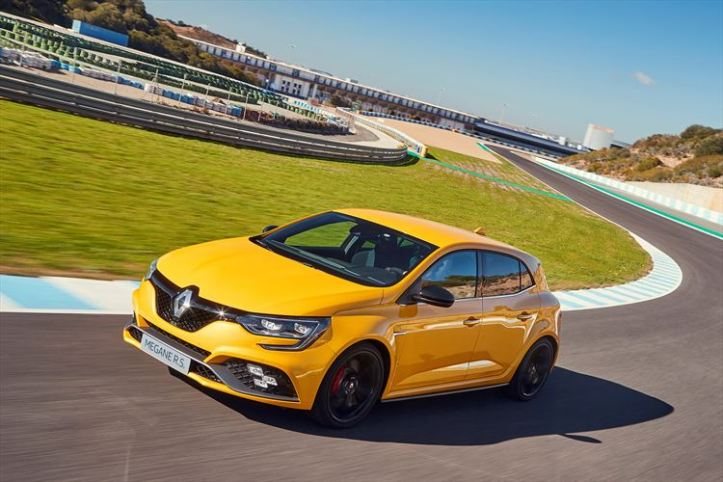 renault_meganers-track10_880x500