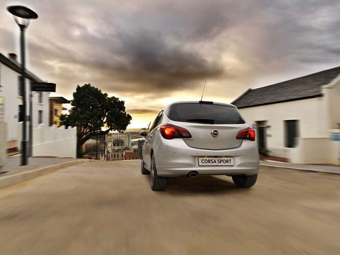 my17-opel-corsa_sport_r_lifestyle-driving_880x500