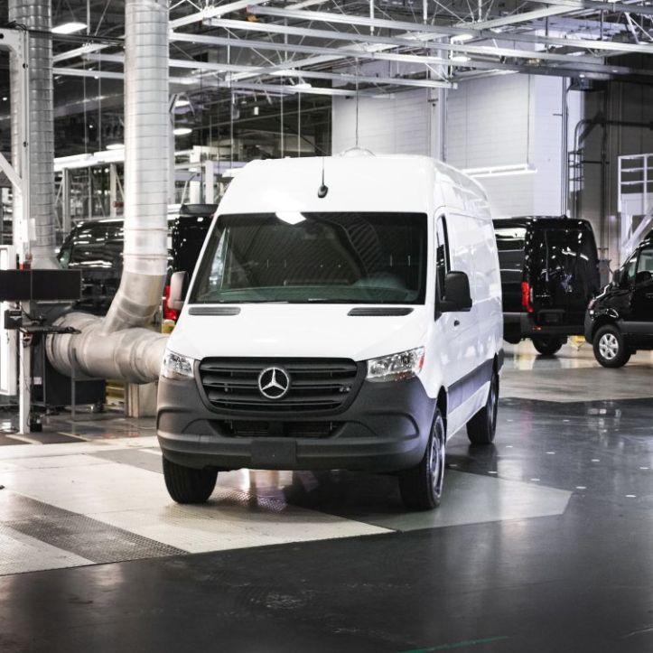Mercedes-Benz Vans eröffnet neues Sprinter-Werk in Nor th Charleston, USA  Mercedes-Benz Vans opens new Sprinter plant in North Charleston