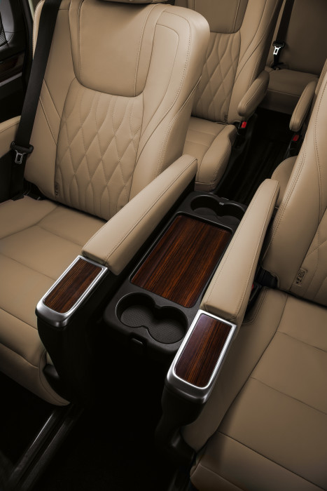 Quantum Luxury_CUP_HOLDERS_Detail_RET