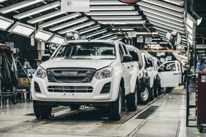 sixth-generation-isuzu-d-max-on-the-production-line-at-the-struandale-plant-in-port-elizabeth_880x500