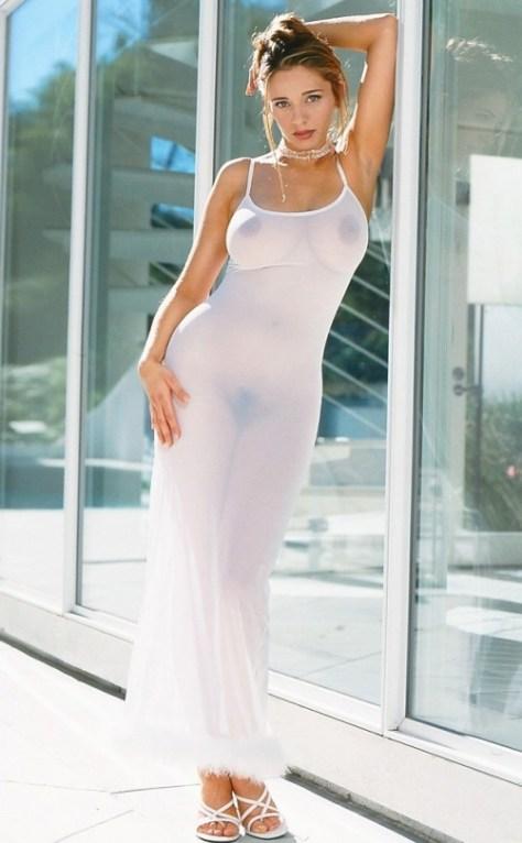 Beldades usando roupas transparentes