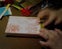 alterando la portada a base de collage con papeles, telas y cintas