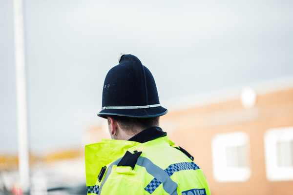 https://i1.wp.com/collateral2.vuelio.co.uk/RemoteStorage/staffordshirepolice/Releases/8039/Police%20high%20visibility%20helmet%20officer%20rear%20land.png?w=800