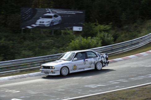 BMW-M3-E30-Ring-Taxi-Baujahr-1987-19-fotoshowImageNew-c405bff4-272606
