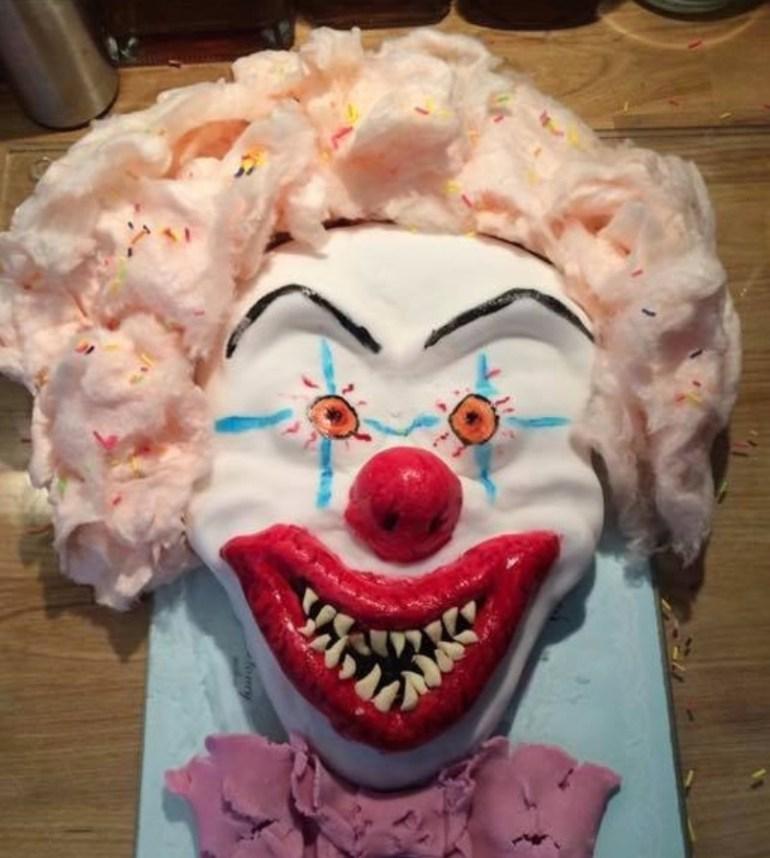 Melissa Owen baked her clown cake