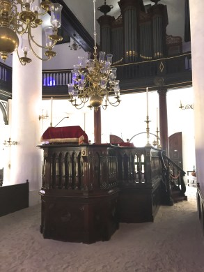 interior of the Mikvé Israel-Emanuel
