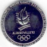 1992 Albertville médaille olympique de participant recto, acier chromé - athlètes, officiels et volontaires - 68 mm - 14500 ex. - designer Renée MAYOT