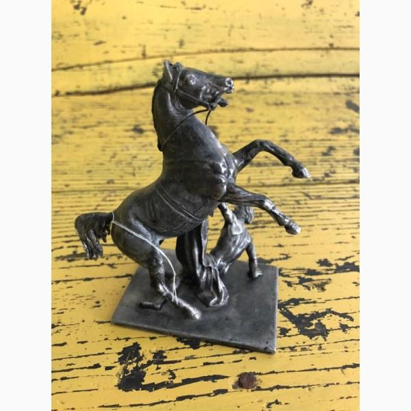 """Фото к объявлению: скульптура """"Конь с упавшим всадником ..."""