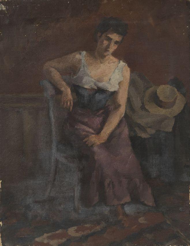 femme assise sur une chaise commune