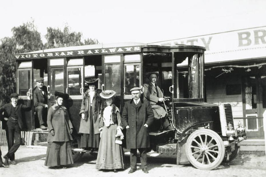 Group with Victorian Railways No.1 Steam Bus, Plenty Bridge Hotel, Victoria, circa 1905