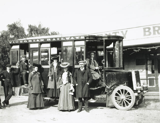 Group with Victorian Railways No.1 Steam Bus, Plenty Bridge Hotel, Victoria, circa 1905