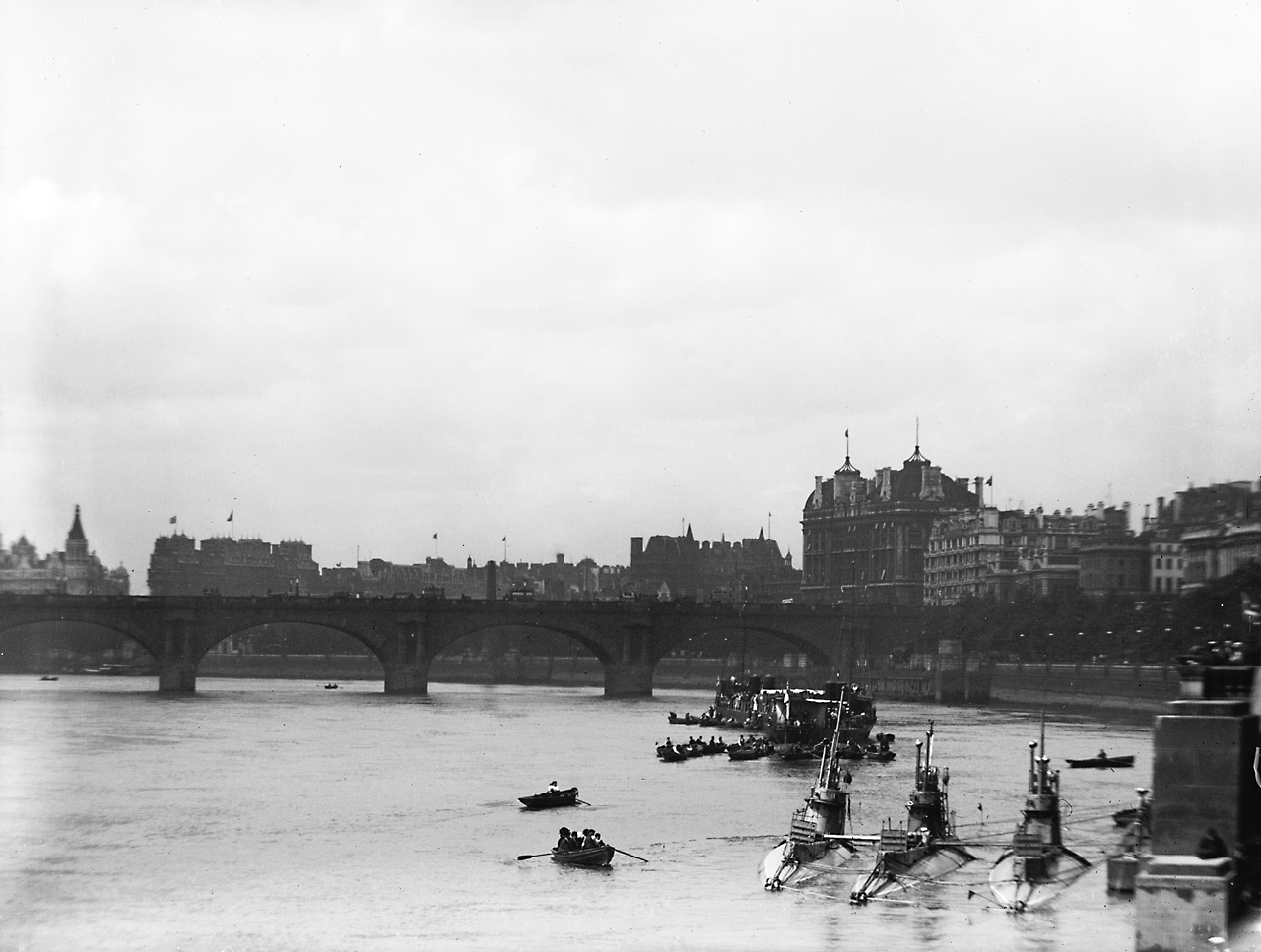 1909 photograph of Royal Navy submarines in the River
