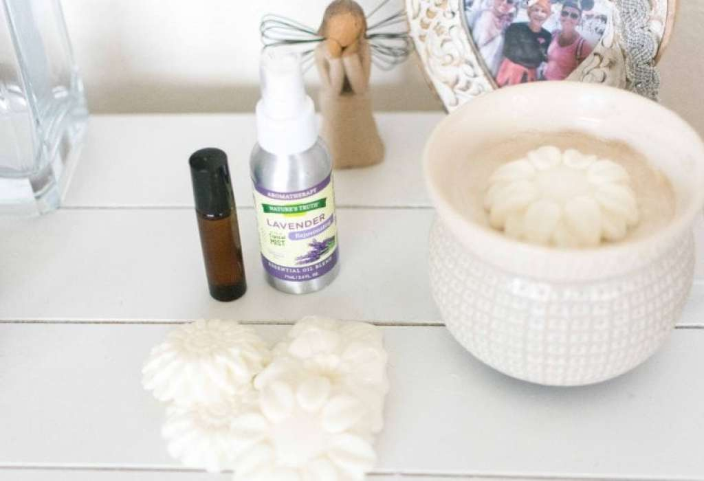 Bedtime Prep with Essential Oils + DIY Roll-On & Soy Melts