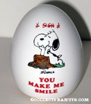 Snoopy leaning on stump 'you make me smile' Egg Figurine