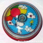 Snoopy holding onto balloon bunch in sky with Woodstock Yo-Yo