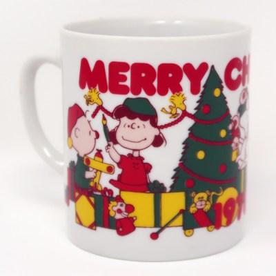 Peanuts Gang opening gifts around Christmas tree Mug
