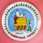 Snoopy with Woodstock on Doghouse with Stockings 1973 Christmas Plate
