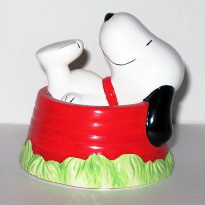 Snoopy laying in Dog Dish Musical