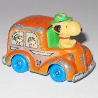Snoopy in Beaglescout Van
