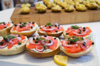 smoked salmon bagels with capers and onions