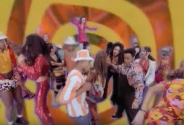 deee-lite groove is in the heart video fashion