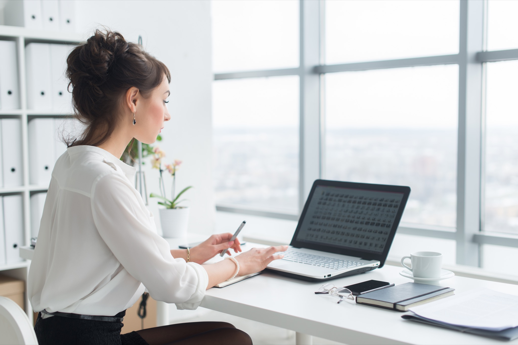 8 Best Inexpensive Ways to Revamp Your Workspace (2021)