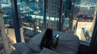 4 Things You're Doing Wrong With Your Phone Every Single Night