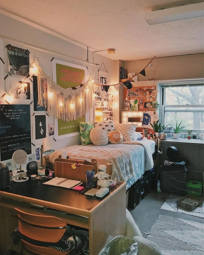 Cute Dorm Rooms: 18 Swoon-Worthy Ideas (Handpicked for 2020) on Simple But Cute Room Ideas  id=19603