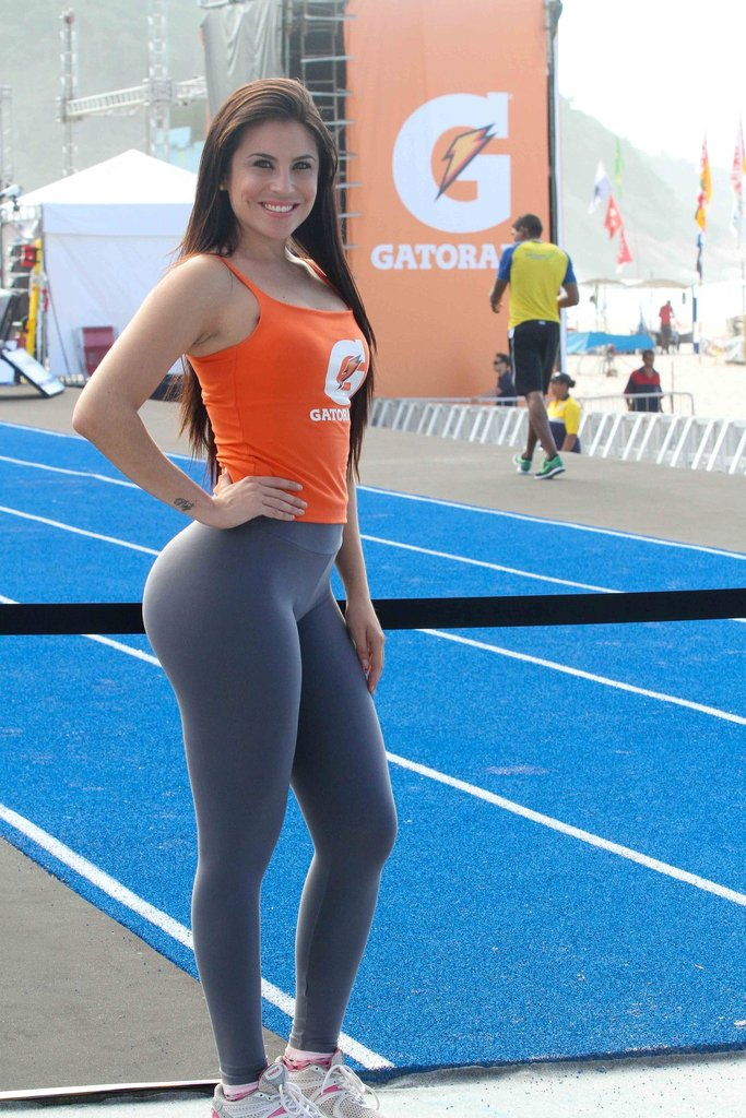 girls-in-yoga-pants-24