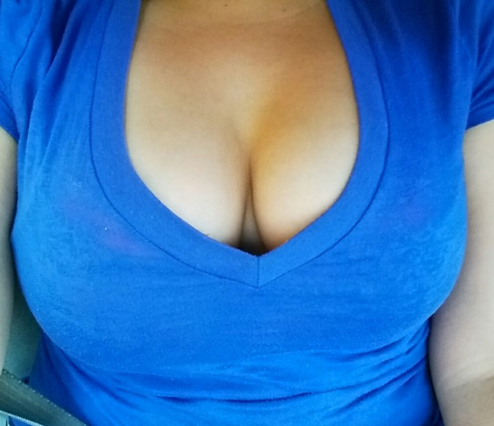 monday-cleavage-20