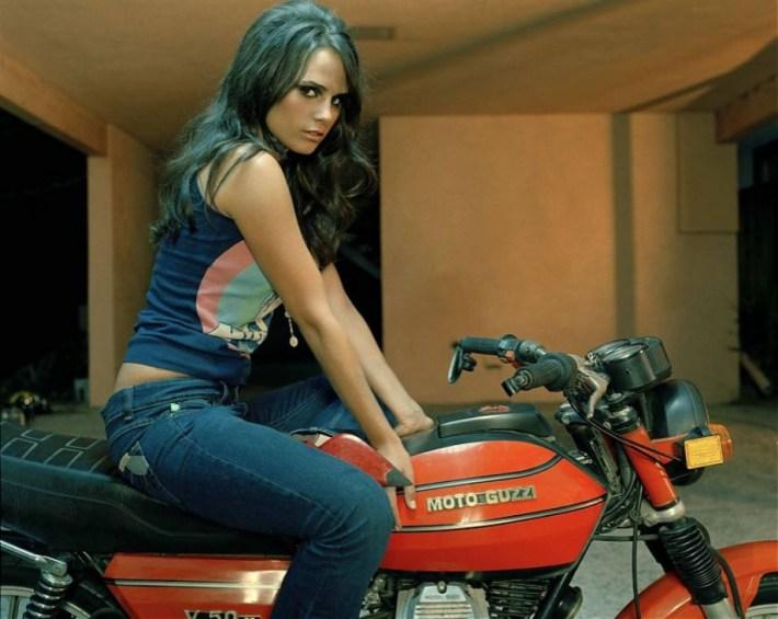 sexy-girls-bikes-21