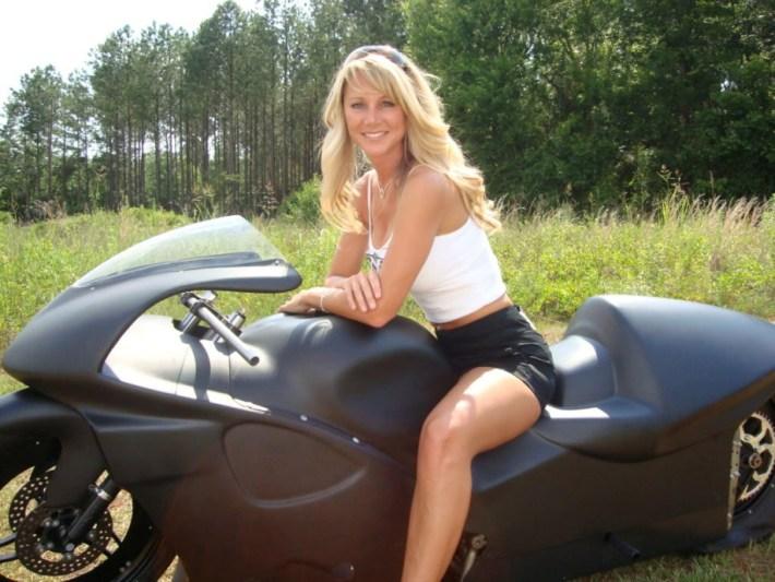 sexy-girls-bikes-22