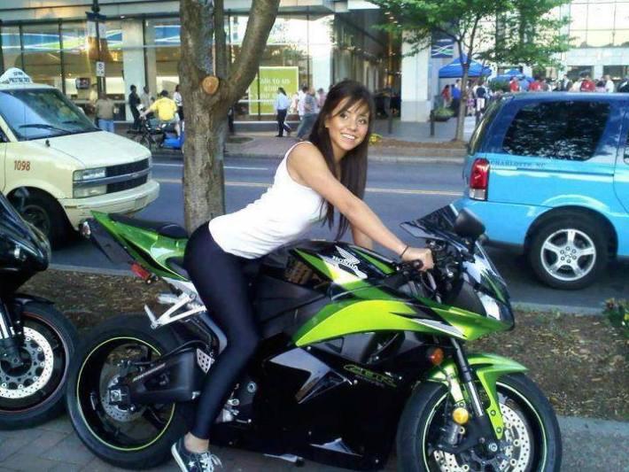 sexy-girls-bikes-7