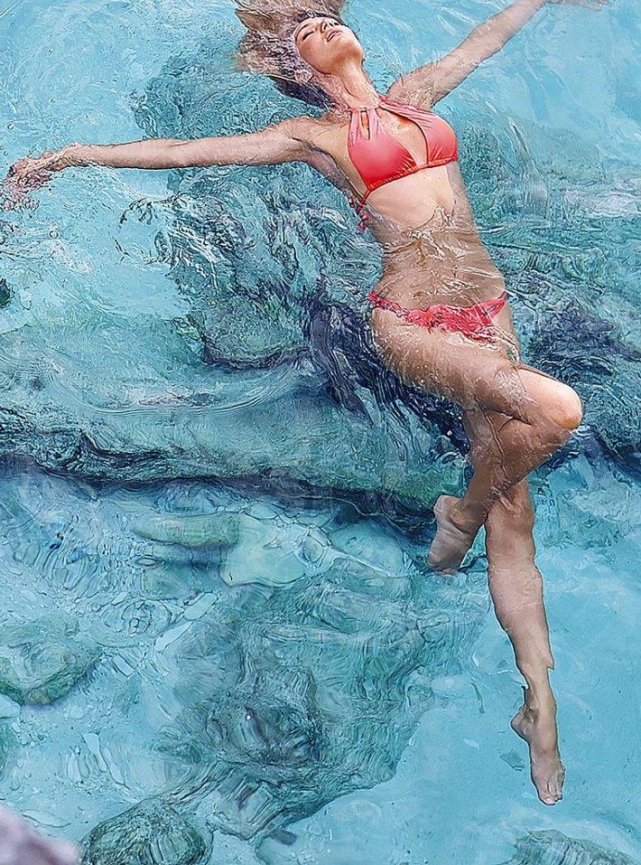 Candice-Swanepoel-VS-swimwear-31