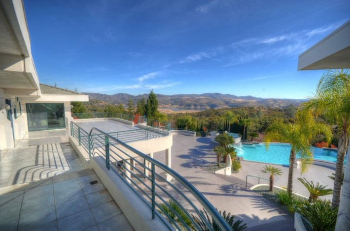 Eddie-Murphys-Granite-Bay-Mountaintop-Estate-17