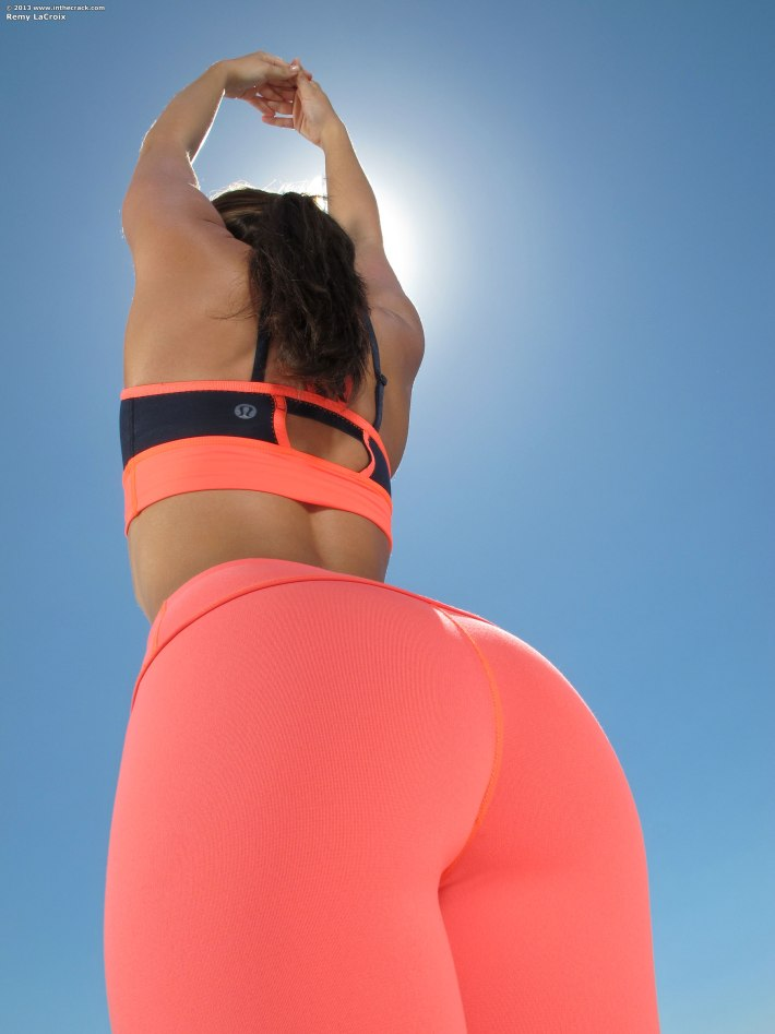 hottest-girls-yoga-pants-34