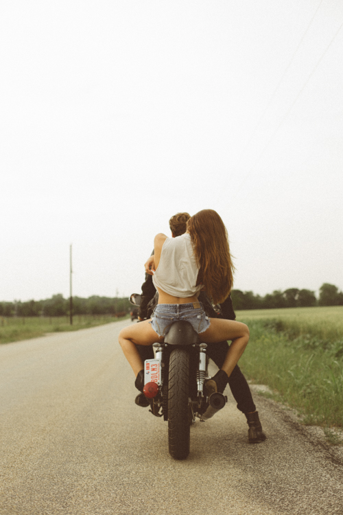 sexy-girls-on-motorcycles-5