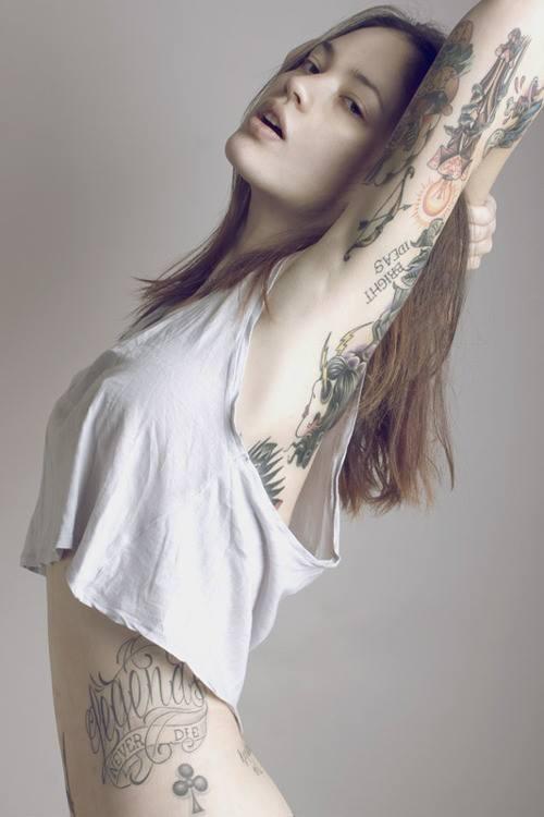 sexy-tattooed-girls-12