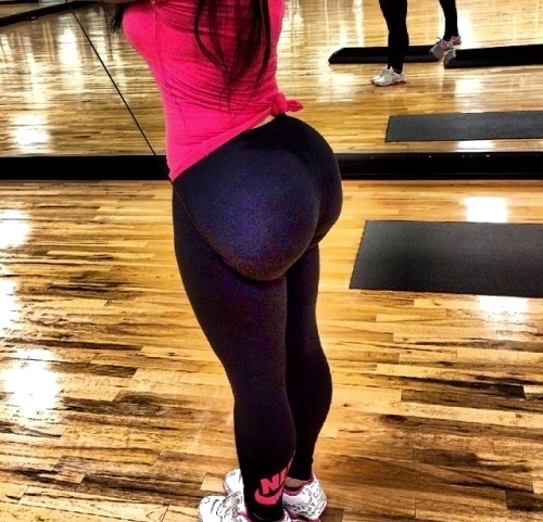 sexy-girls-yoga-pants-1