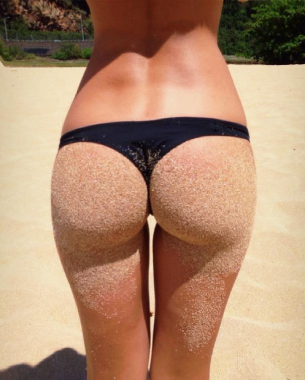 bikini-sand-ass-4