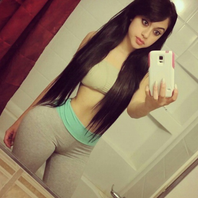 sexy-girls-yoga-pants-14