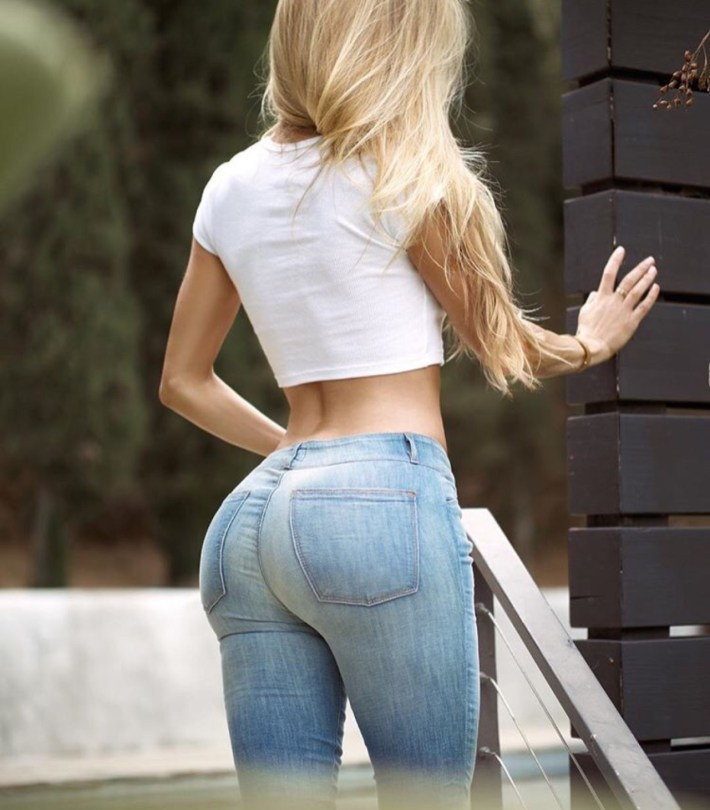 Busty Ass In Tight Jeans? Yes, Please! | CollegePill