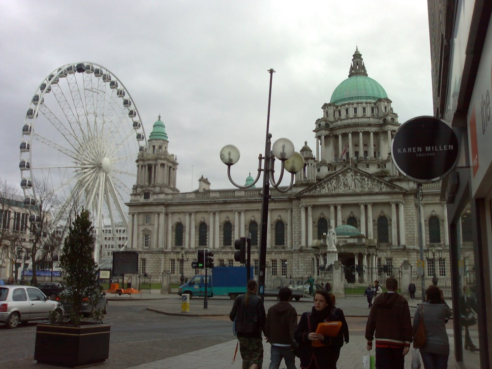 Belfast_wheel_and_city_hall.jpg