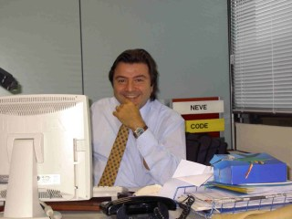 Alessandro  in ufficio 2004.piccola (risoluz.minore).ipg