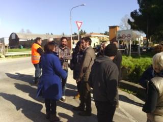Il post-conferenza stampa, dove i presenti hanno potuto parlare direttamente con il sindaco e l'assessore