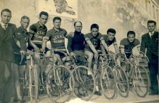 La squadra ciclistica nel 1955 (Foto di Carlo Carmassi)