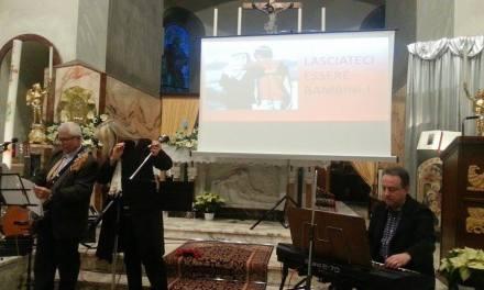 VICARELLO CON LO SGUARDO RIVOLTO VERSO IL MONDO, PER SENSIBILIZZARE SULLA MORTE E LA SOFFERENZA DEI BAMBINI